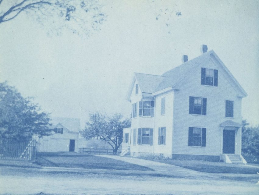 Photograph of white house
