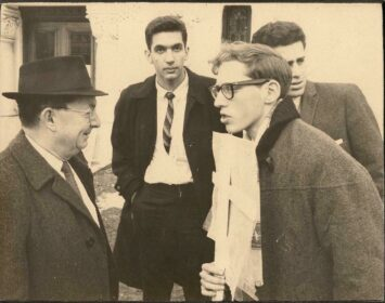 Todd Gitlin speaks with with I.F. Stone at a demonstration against nuclear weapons, Washington D.C., 1962.