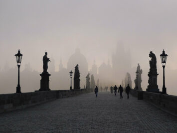 Charles Bridge in Prague covered in mist. Adapted from R. Boed / Creative Commons.