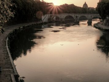 View of the Tiber River at Sunset. Stefano Avolio / Creative Commons.