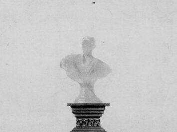 Plinth with a shadow of a bust on top