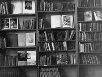 Black and white photo of books on bookshelves