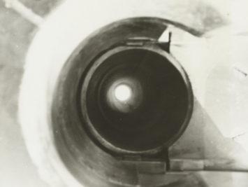Blik in de loop van een Duits kanon, Anonymous, 1940. From the Rijksmuseum.